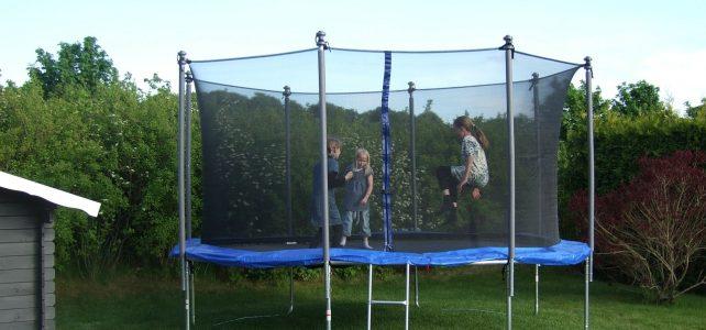 Snak med din nabo om trampolin